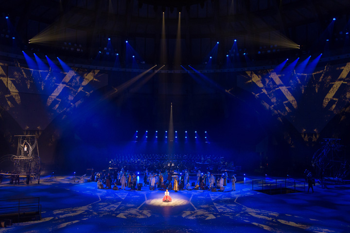 claypaky_provides_heavenly_theatrical_lighting_to_wroclaw_s_closing_capital_of_culture_production_niebo_02_L