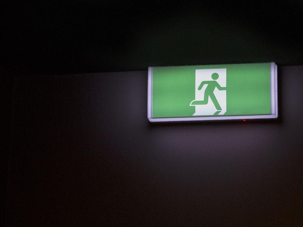 Panel iluminación de emergencia. Sistema de evacuación adaptativa