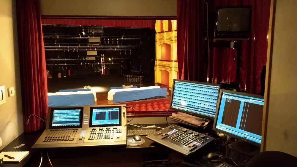 control lighting theater calderon
