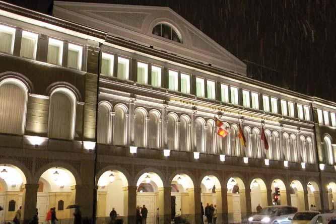 Iluminación exterior Teatro Calderón