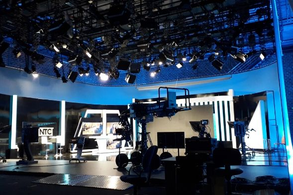 Studio 2 À Punt Media_ilumination on television