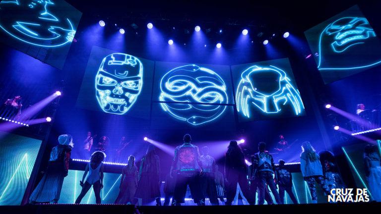 musical de mecano cruz de navajas con iluminación de claypaky, ma, ayrton, etc